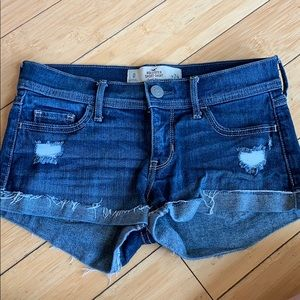 Hillister low rise jean shorts!